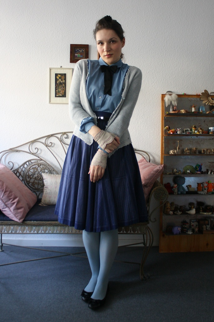 Rock/ skirt & Bluse/blouse: Vintage; Handschuhe/gloves: Roeckl; Schleife/bow: Asos; Strumpfhose/tights: American Apparel